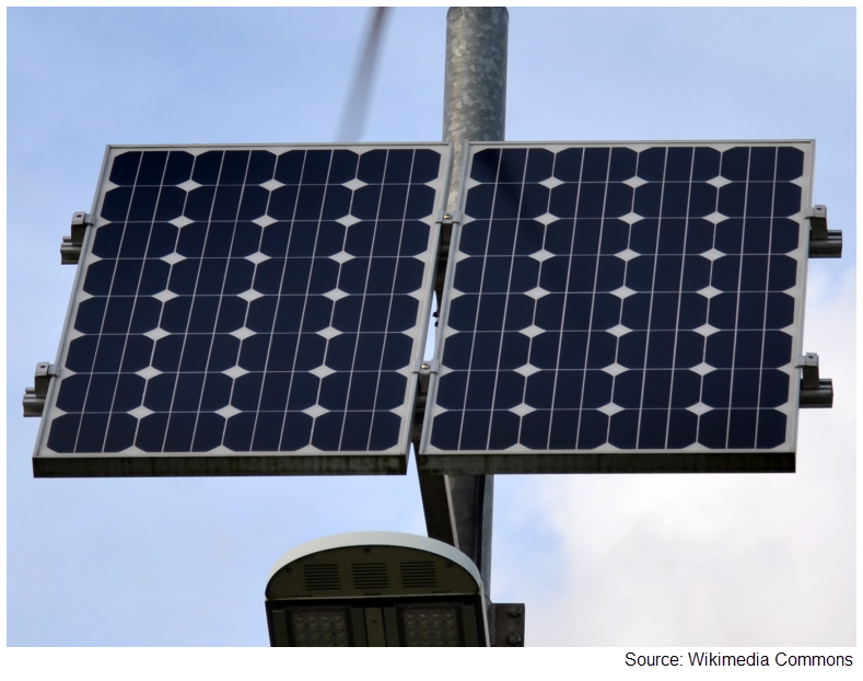 Photograph of monocrystalline panels installed on a pole.